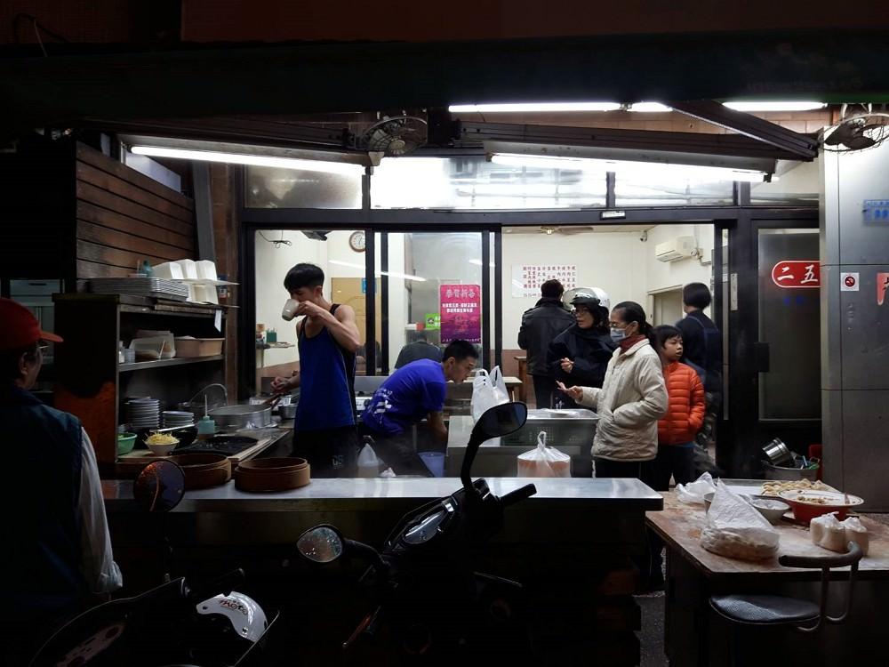 【台南 東區】二五巴超人氣美味水餃蒸餃│手工現包現點現煮