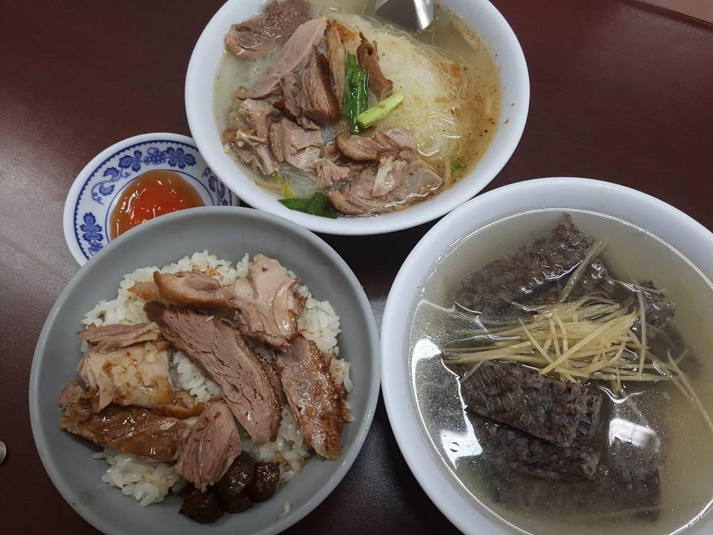 【台南 南區】蔡家鴨肉麵。老店鴨肉料理專賣店|鹹香好吃令人驚艷的鴨肉飯|便宜又好吃的在地美食