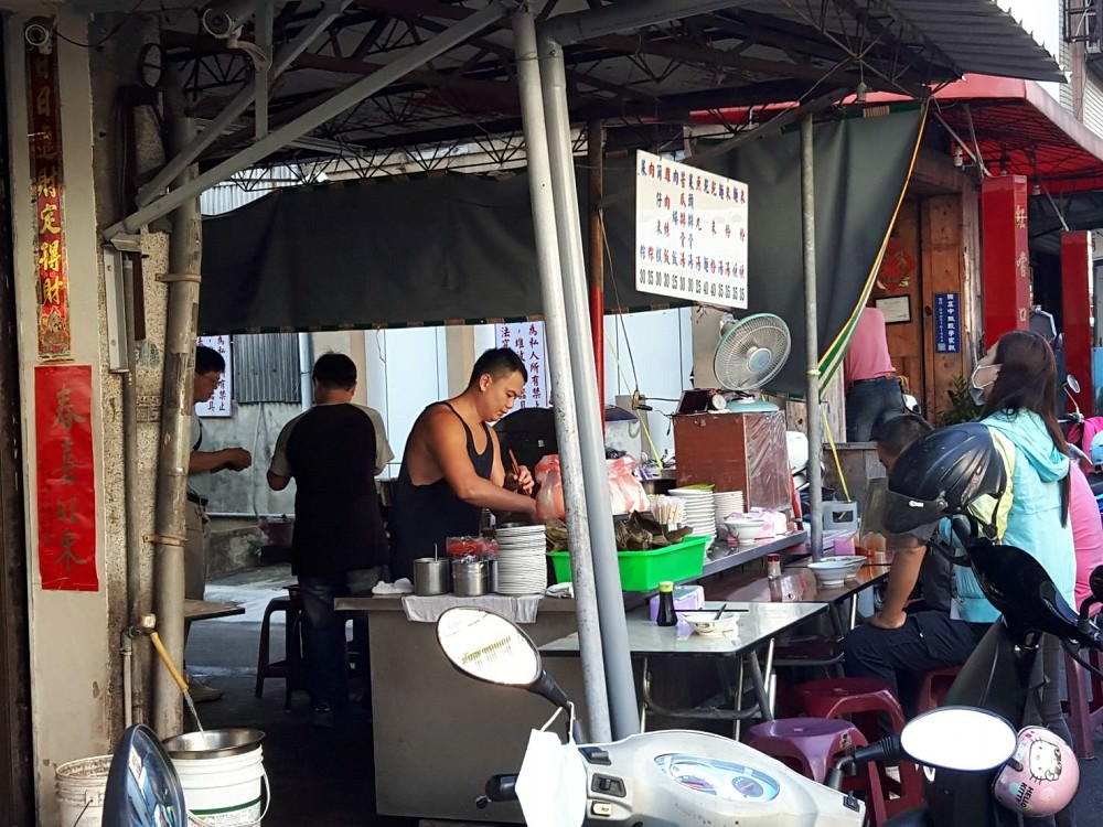 【台南 東區】光明街無名肉燥飯麵攤。老台南人的早餐就是不一樣|懷舊味道一賣五十年|平民價格的最高享受