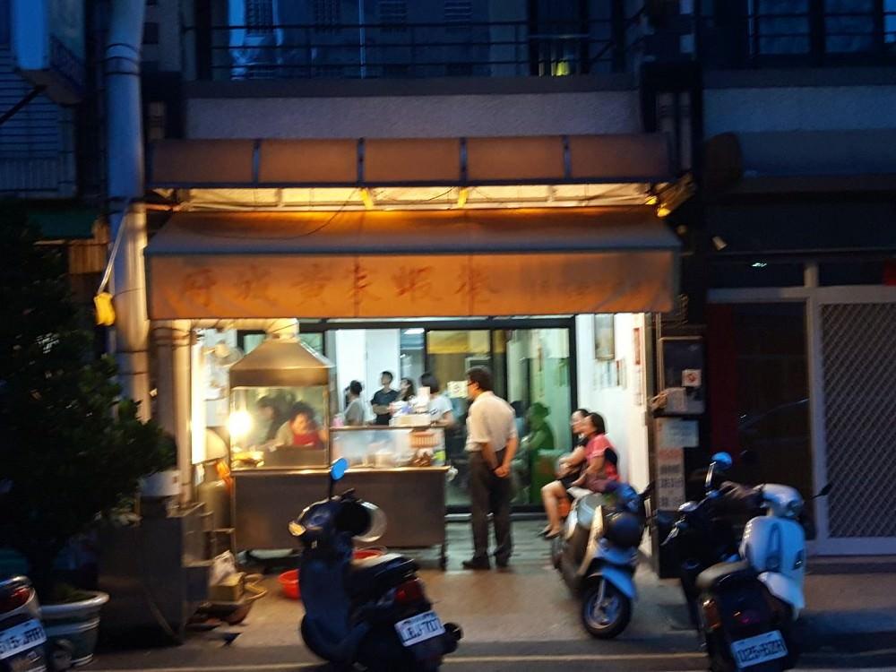 【台南 中西區】府城黃家蝦捲。鴨母寮蝦捲老饕一路相隨|難以形容的美味,在地人才知道