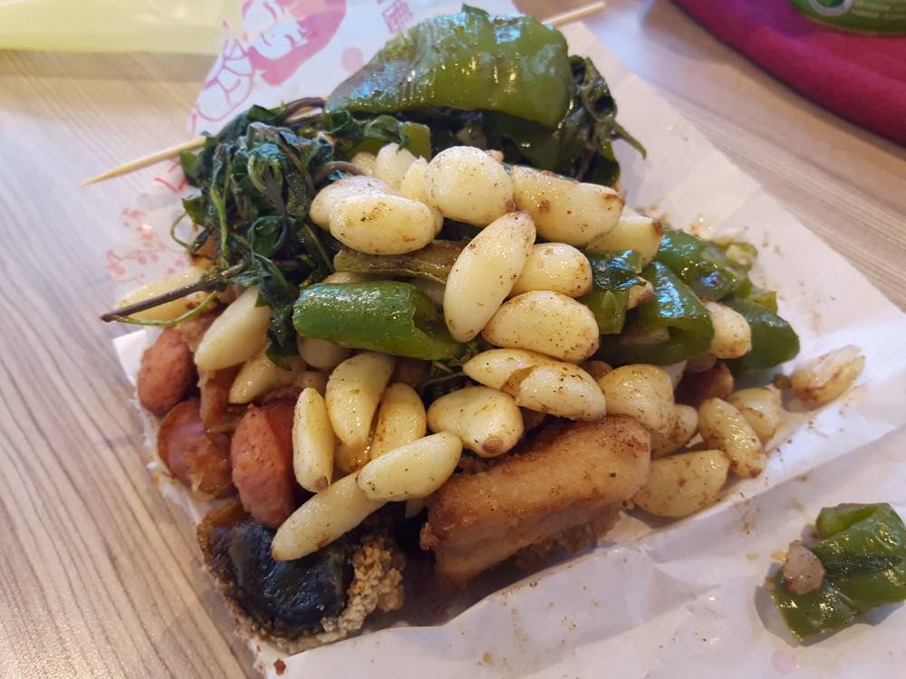 【台南 東區】鹹酥雞配料加購20元,蒜頭多到滿出來!|配料就擄獲人心