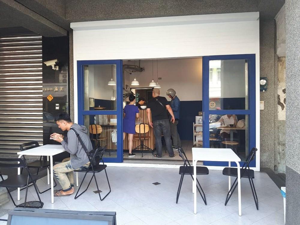 【台南 中西區】羨食飯堂。藍、白色系清新風格的便當店|現做美味兼具風格餐盒