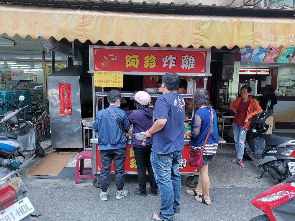 【台南 安南區】阿珍炸雞。一週只賣2天,想吃要等待|薄皮酥脆又多汁|